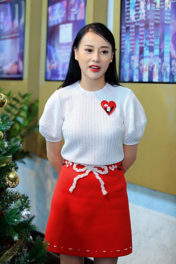 Đặc biệt, diễn viên Quỳnh Búp Bê bị ấn tượng bởi chínhcây thông của trung tâm sản xuất phim VFC bởi sự hài hước, dí dỏm thể hiện qua tác phẩm.