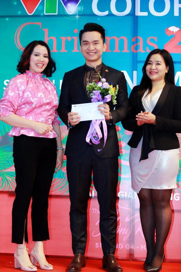 MC Hạnh Phúc là đại diện Trung tâm Tin tức VTV24 lên nhận Giải Nhất của cuộc thi này.