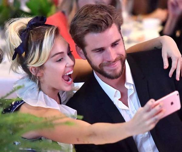 Vũ điệu thoát ế cực hài hước của Miley Cyrus khi được người yêu hốt sau hơn 10 năm yêu nhau