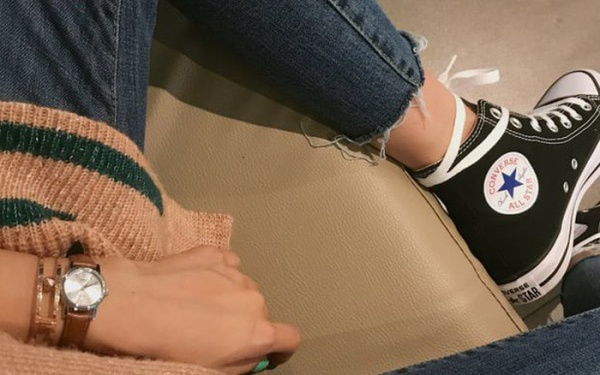"""""""Sinh viên đừng nên đặt nặng dùng giày real hay giày fake"""" - chia sẻ gây bão mạng năm qua"""