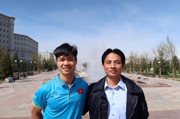 Công Phượng và bác sĩ Nguyễn Trọng Thủy.
