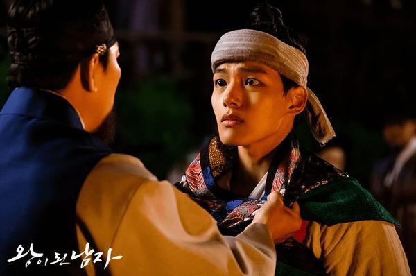 Yeo Jin Goo có cuộc gặp gỡ gây sốc với Kim Sang Kyung trong The Crowned Clown