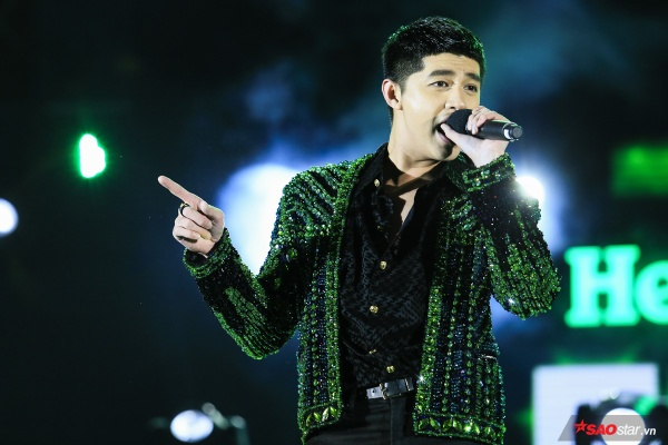 Noo Phước Thịnh trong đêm diễn đầu tiên tối 31/12.