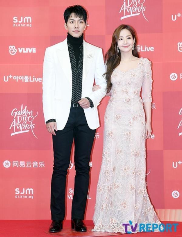 Park Min Young vô cùng xinh đẹp, e ấp bên Lee Seung Gi tại lễ trao giải Golden Disc Awards 2019