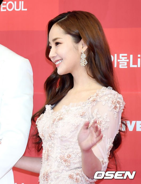 Park Min Young vô cùng nữ tính và xinh đẹp bất kỳ ở góc chụp nào