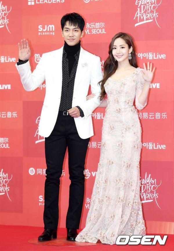 Lee Seung GivàPark Min Young nở nụ cười thật tươi chào các fan
