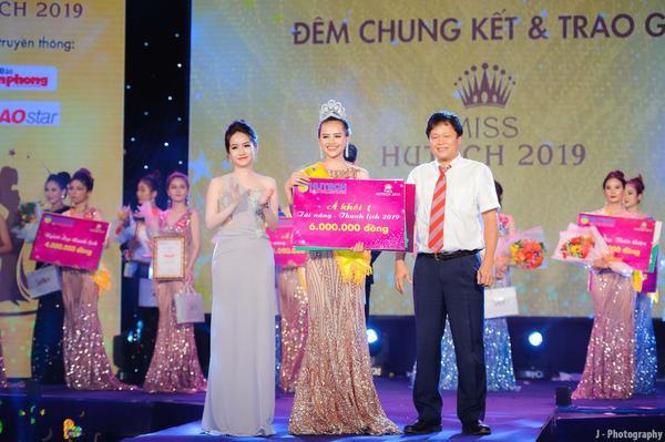 Cao Thị Tuyết xuất sắc giành ngôi vị Á khôi 1 của cuộc thi Miss Hutech 2019.