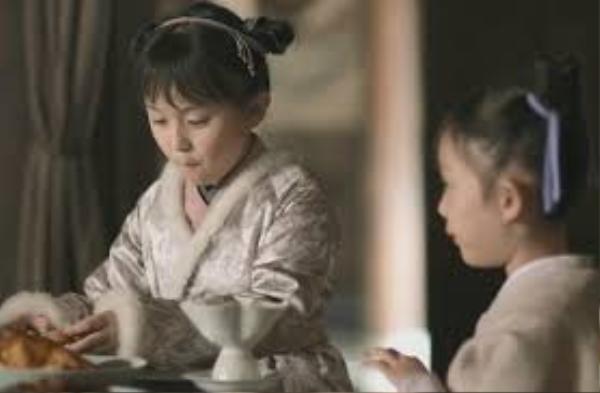 Tiểu Minh Lan và Tiểu Bất Khí đều thông minh, đáng yêu nhưng có cuộc sống không mấy hạnh phúc.