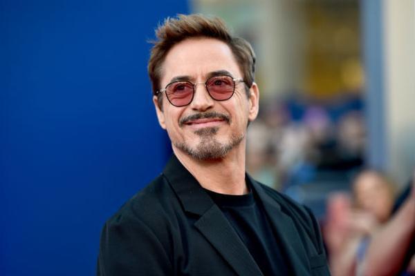 Nam diễn viên Robert Downey Jr. tiết lộ Iron Man sẽ còn trở lại mặt đất và lái xe trong Avengers 4.