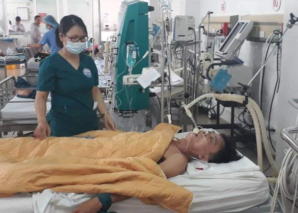 Bệnh nhân Nhật bị ngộ độc rượu và được bác sĩ điều trị bằng cách truyền 15 lon bia - Ảnh: V.NGOC