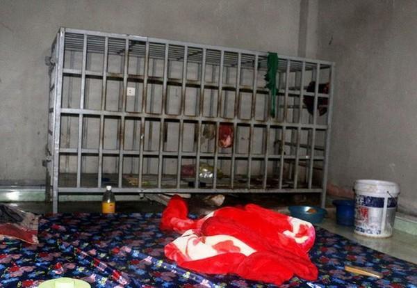 """Chiếc """"chuồng cọp"""" nơi dùng để nhốt ông Lê Văn N. trong suốt hơn 3 năm qua."""