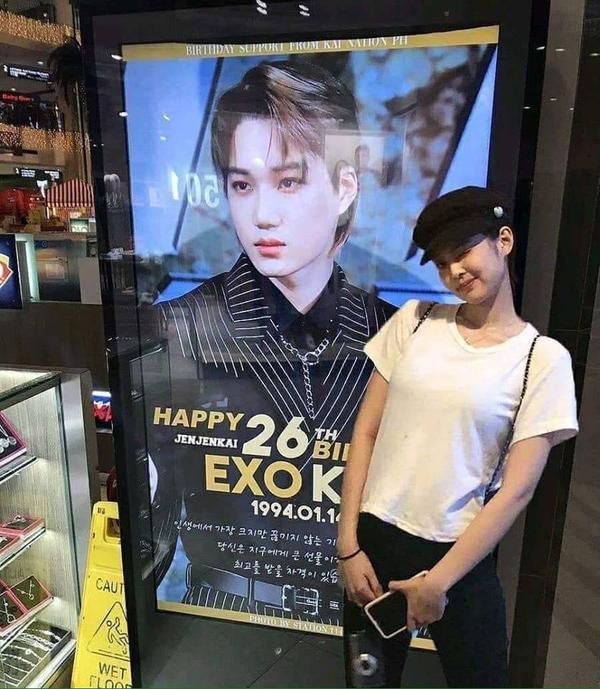 Bức ảnh gây xôn xao cộng đồng fan K-Pop những ngày gần đây.