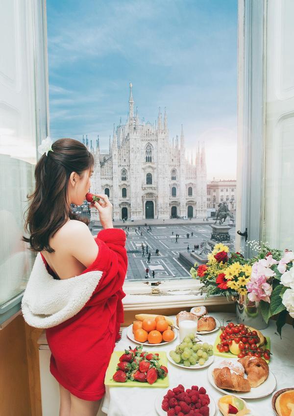 Nữ hoàng nội y Ngọc Trinh thả dáng nuột nà giữa thành phố Milan thơ mộng