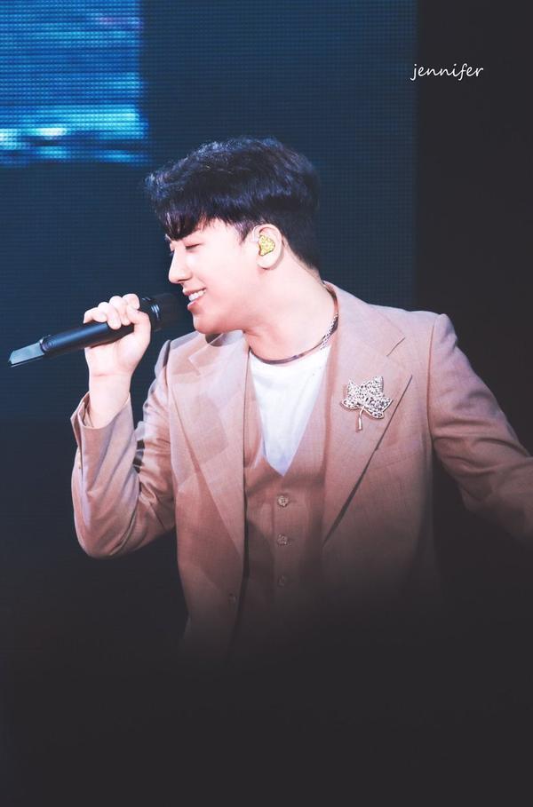 11 năm cống hiến không ngừng, Seungri (BigBang) có xứng đáng bị YG đối xử bất công như thế?