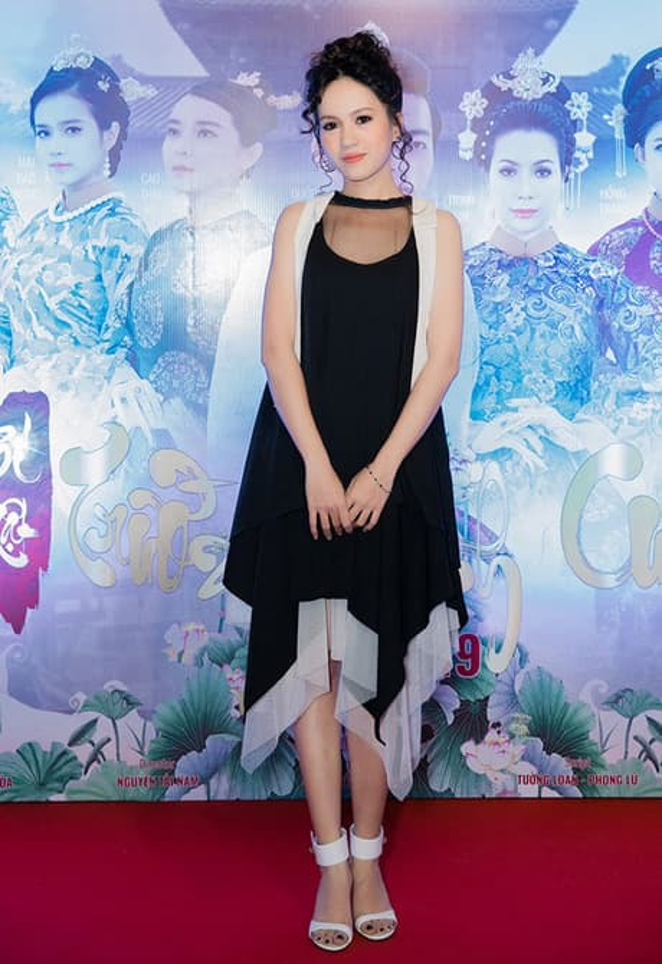 Nữ diễn viên Tata Thùy Anh lại gây hoang mang với cách make-up, làm tóc trông vừa già vừa quê.