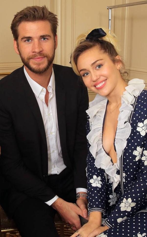 Viết tâm thư mừng tuổi mới Liam, Miley khiến fan cười ngất khi thốt lên: Chúa ơi, em quên mất anh giờ là chồng em rồi!