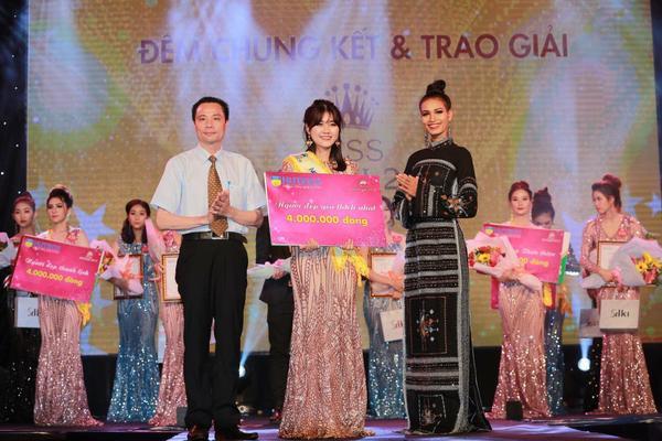 Hoàng Châu nhận giải phụ người đẹp được yêu thích nhất.