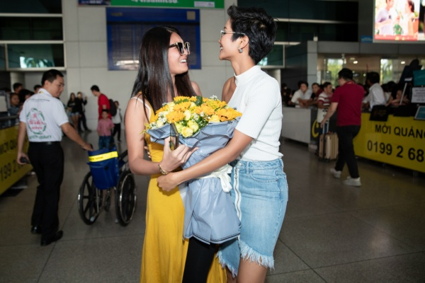 Miss Bánh Mì HHen Niê hé lộ lý do được Miss Thủy Thủ Mặt Trăng sang tận Việt Nam hội ngộ