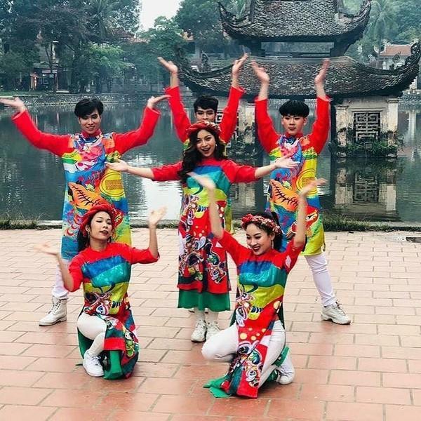 Bạn gái cầu thủ Quang Hải ra MV: Mạng xã hội xôn xao liệu showbiz sẽ có Hòa Minzy thứ 2?
