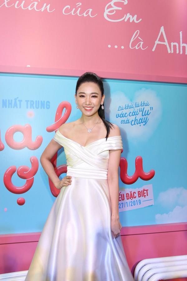 Vợ chồng Trấn Thành Hari Won chơi lớn khi mặc hơn 4 tỷ trên người