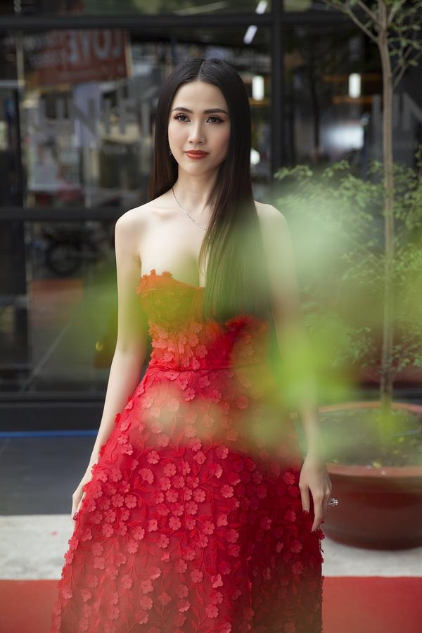 Phan Thị Mơ gợi cảm hết cỡ, Diệu Ngọc lại xì tin như nữ sinh