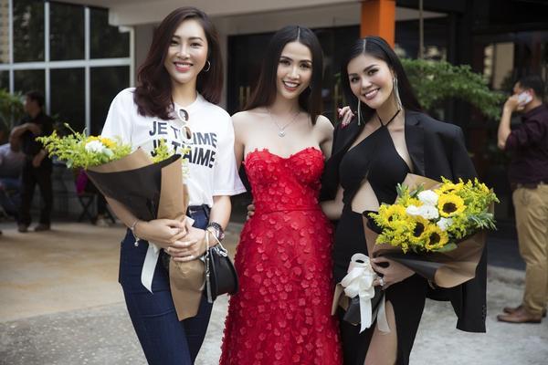 Phan Thị Mơ đã có cuộc hội ngộ cùng hai người đẹp Hoa khôi Diệu Ngọc và Á hậu Kim Nguyên tại sự kiện công bố cuộc thi hình thể