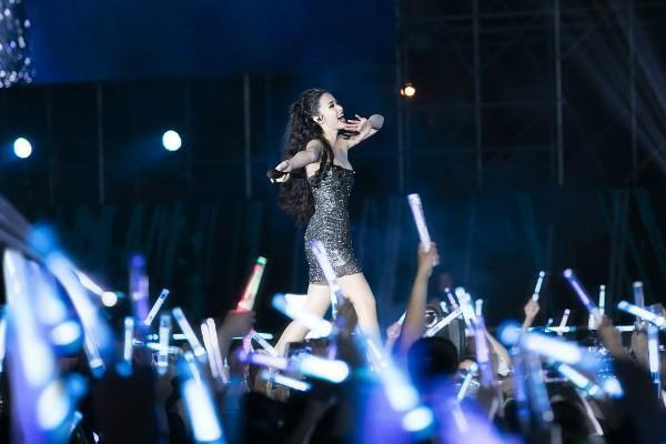 Biển lighstick của nghệ sĩ Việt và giấc mơ vươn ra thế giới