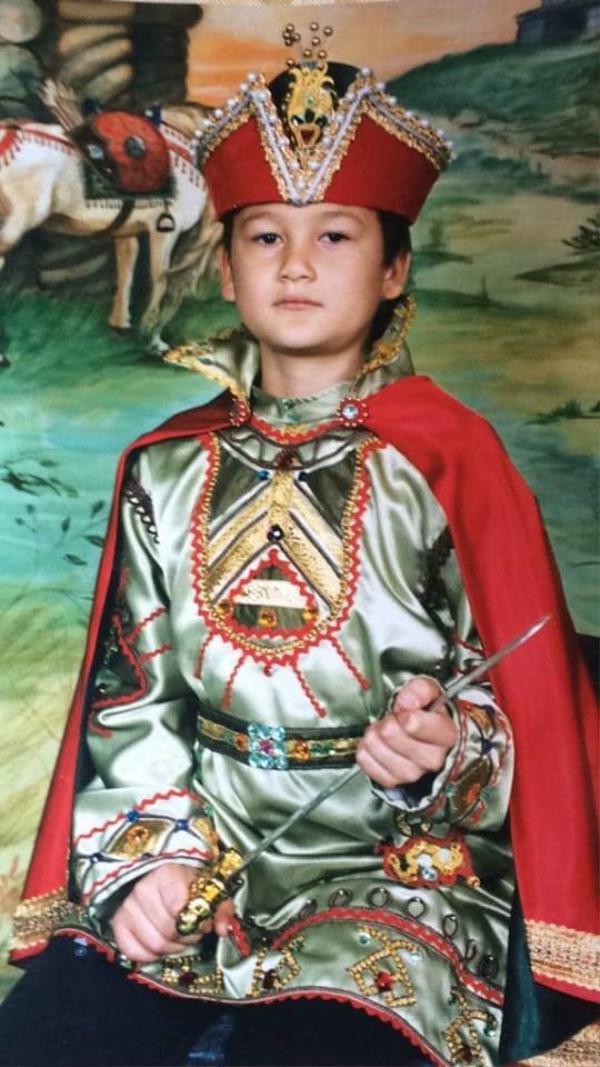 Hình ảnh hồi nhỏ của Đặng Văn Lâm khiến nhiều người trầm trồ như… Hoàng tử Miến Điện