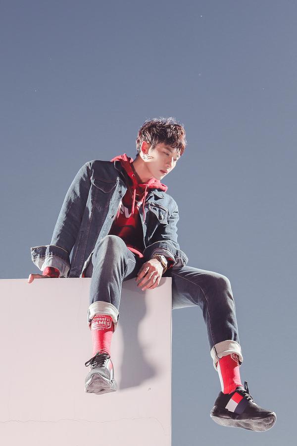 Là một diễn viên nam đầy triển vọng, Tuấn Trần gây ấn tượng với người hâm mộ bằng ngoại hình long lanh như sao Hàn cùng với lối diễn xuất tự nhiên, đa dạng.