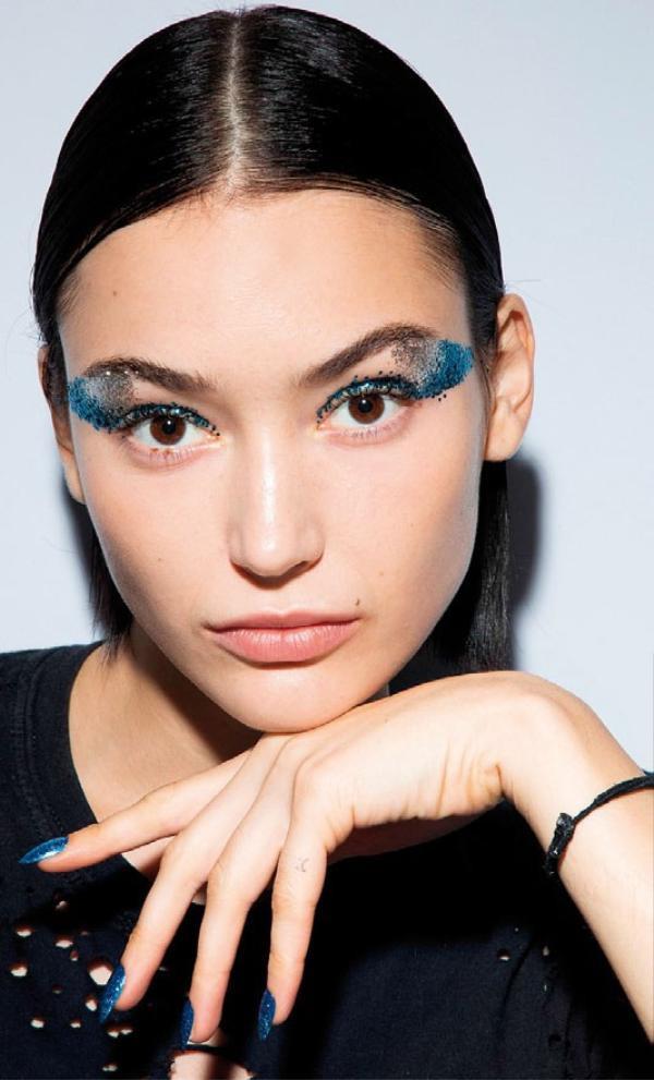 Trend trang điểm mắt và môi thời thượng cho các buổi tiệc cuối năm cực kì đơn giản