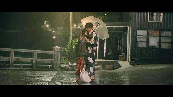 Valentine này, bạn sẽ đắm chìm với nụ hôn đầu ngọt ngào của Lâm Doãn và Vương Đại Lục trong Thơ ngây bản điện ảnh