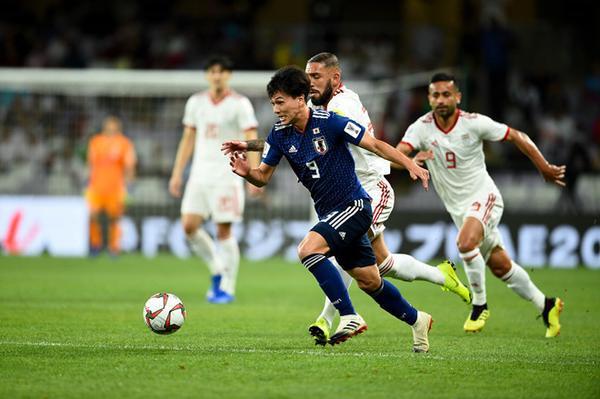 ĐT Nhật Bản đã thi đấu khá thận trọng ngay đầu trận.