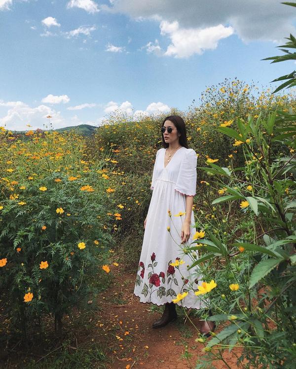 Trong mẫu váy hoa, Hà Tăng trẻ trung như thiếu nữ 18.