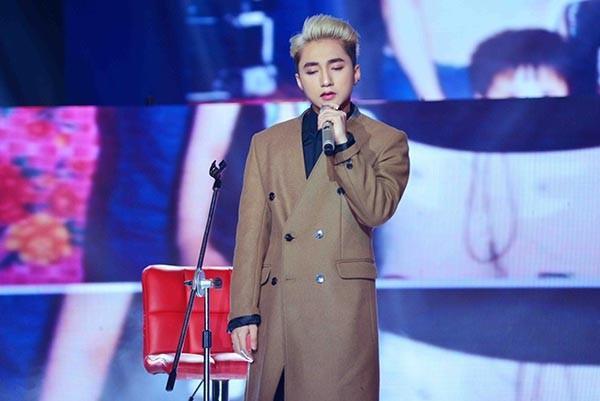 Sơn Tùng M-TP trên sân khấu The Remix với ca khúc Thái Bình mồ hôi rơi.