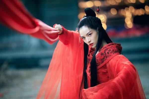 Chuyện tình đẹp đến rơi nước mắt của Chung Sở Hy Nguyễn Kinh Thiên trong Đại Chiến Âm Dương