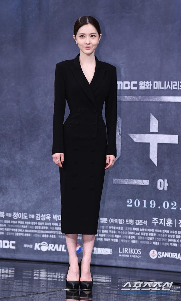Kim Yoo Ri.