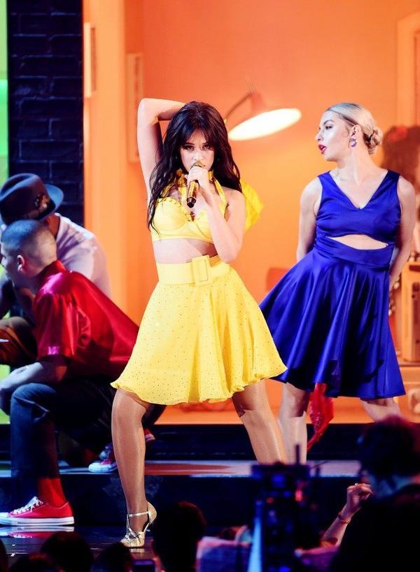 Camila Cabello đã gửi đến Grammy một sân khấu Havana đỉnh cao.
