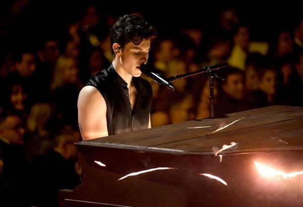 Shawn Mendes hẳn đã khiến bao nhiêu trái tim phải thổn thức trước màn trình diễn của anh.