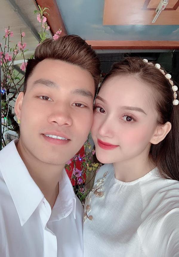 Valentine vắng người yêu, bạn gái Văn Thanh khoe vòng 1 bốc lửa