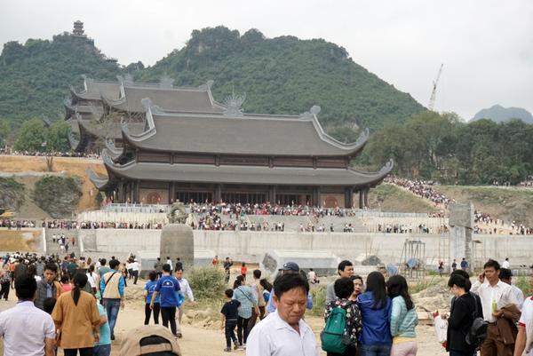 Quần thể chùa Tam Chúc tại thị trấn Ba Sao, tỉnh Hà Nam vẫn đang trong quá trình xây dựng và hoàn thiện.