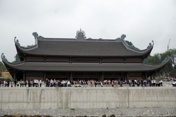 Ngôi chùa này còn được tạc 1.200 bức tượng