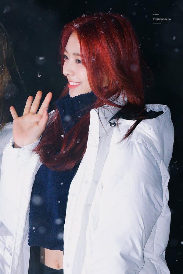 Thiên thần tóc đỏ Yuna của ITZY gây sốt với vẻ đẹp rạng ngời thuở chưa debut