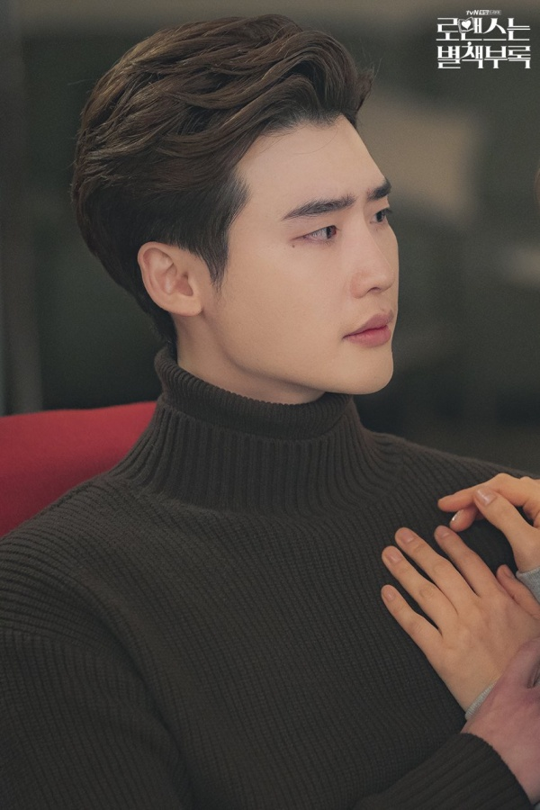 'Romance is a Bonus Book' Episode 8: Korean viewers praise good movie - Lee Jong Suk sneaks and confesses Lee Na Young