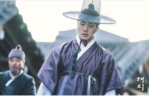 'Haechi' Episode 4: Prince Jung Il Woo destroys himself, crying miserably
