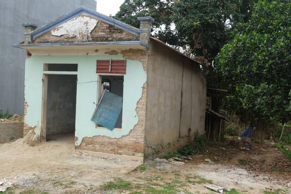 Căn nhà hoang nơi đối tượng Hùng khống chế b,ắt giữ nạn nhân.