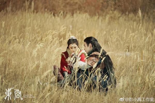 Tiểu Phong đã phải lòng Cố Tiểu Ngũ, hai người hẹn thề và làm lễ thành thân.