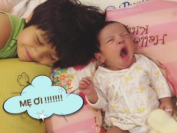 Quý tử thứ hai nhà Thanh Thuý - Đức Thịnh mới 10 ngày tuổi đã chứng tỏ là con nhà nòi vì loạt biểu cảm quá đa dạng.