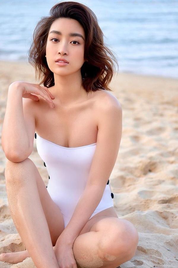 Người đẹp khoe thân hình nuột nà cùng làn da khỏe khoắn bên bãi biển Phú Quốc thơ mộng.