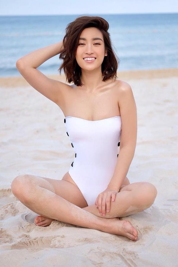 Hiện chân dài sinh năm 1996 được đánh giá là Hoa hậu có body đẹp nhất nhì Vbiz với chiều cao 1m71, nặng 52kg, số đo 3 vòng 87 - 61 - 94 cm.