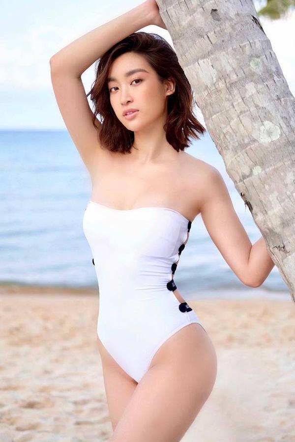 """Đường cong chữ S vô đối của Hoa hậu họ Đỗ có thể làm cho công chúng """"mê mệt"""" bởi cô sở hữu thân hình đẹp từng centimet."""